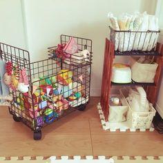 セリアのウッドサインボードリメイクを楽しもう!! Daiso Shop, Diy Organization, Organizing Ideas, ダイソー Diy, Diy Crafts, Diy Toys, Toy Diy, Home Improvement, Japan Apartment