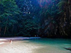 Koh Lanta te espera para que descubras sus playas, montañas, cuevas... Caminando o hasta en bicicleta! #kohlanta #bicicleta #playas #majatours #tailandia #cueva #paseo #vacaciones #barco #tailandiaenespañol