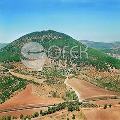 צילום אוירי אלכסוני של הר תבור. הקלק על התמונה כדי לצפות בתמונות נוספות!