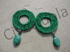 Orecchini crochet in lurex verde con pendente in malachite