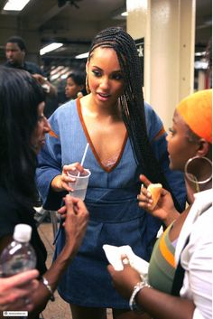 14 Fulani Braids Styles to Try Out Soon l Alicia Keys Alicia Keys Braids, Two Braids, Jumbo Braids, Avril Lavigne, Oprah Winfrey, Jennifer Lopez, I Love Being Black, Hip Hop, Fulani Braids