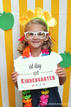 1st Day of School Photo Ideas. Free Printable Signs for each grade level & Photo Booth by A Blissful Nest via LivingLocurto.com