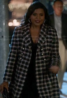 Mindy's black and white checkered coat on The Mindy Project.  Outfit Details: http://wornontv.net/20708/ #TheMindyProject #Fox
