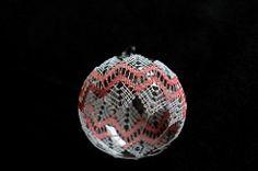 The World's newest photos of bobbinlace and klöppeln Christmas Balls, Christmas Ornaments, Bobbin Lace, Christen, Bulb, Holiday Decor, Tags, Diy, Ladybug