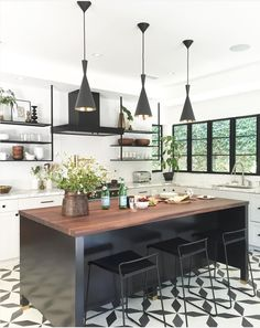 Black And White Kitchen Tile Kitchen Cocinas Cocina Americana Kitchen Tiles, Kitchen Flooring, New Kitchen, Kitchen Dining, Kitchen White, Kitchen Wood, Kitchen Modern, Kitchen Faucets, Modern Farmhouse