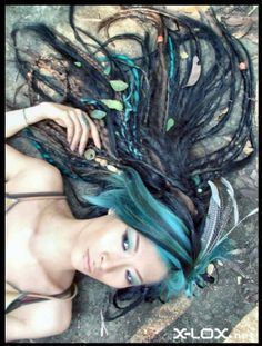This is my goal for my hair. I love the dreads mixed with braids and the colour choices. I cannot figure out how to get those spiral coloured dreads though. Any one have any ideas? :: #dreadstop