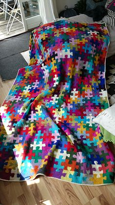 A blanket designed with individually-knit puzzle pieces. Pattern includes center pieces, edge pieces, corners, layout and seaming tips. Designer Knitting Patterns, Fair Isle Knitting Patterns, Christmas Knitting Patterns, Crochet Blanket Patterns, Form Crochet, Crochet Home, Knitted Afghans, Knitted Blankets, Crochet Basics
