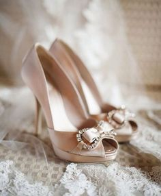 These shoes are sooo adorable! I really want them at my wedding.
