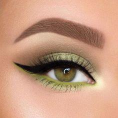 Stunning Christmas Green Eyeshadow Makeup Ideas You Must Know; Makeup Looks; 21 Stunning Makeup Looks for Green Eyes. Green Eyeshadow Look, Colorful Eyeshadow, Eyeshadow Looks, Eyeshadow Makeup, Natural Eyeshadow, Pink Eyeshadow, Eyemakeup For Green Eyes, Eyeshadow Palette, Makeup Palette