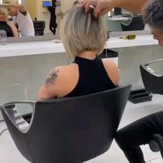Stacked Bob Hairstyles, Short Bob Haircuts, Boy Hairstyles, Short Hairstyles For Women, Pretty Hairstyles, Short Stacked Hair, Short Hair Cuts, Bob Haircut For Fine Hair, Hair Cutting Techniques