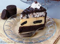 A divine dessert of multiple layers and lots of chocolate. Oreo Mousse, Oreo Cheesecake, Food Cakes, Cheesecakes, Cake Recipes, Pudding, Chocolate, Sweet, Desserts