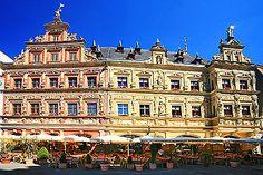 """On the Fischmarkt of Erfurt, Germany the house """"Zum breiten Herd"""" is one of the Erfurt attractions."""