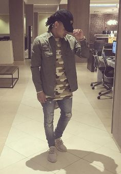 Ozuna fotos Latin Artists, Summer Outfits, Cute Outfits, Mermaid Tails, My Boo, Famous Celebrities, Swagg, Beautiful People, Eye Candy