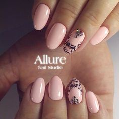 Accurate nails Birthday nails Evening nails Festive nails Nail designs with pattern Oval nails Pale pink nails Pastel nails Pale Pink Nails, Pastel Nails, White Nails, Elegant Nails, Stylish Nails, Oval Nails, My Nails, Round Nails, Nailart