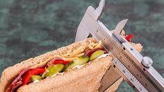 Nous savons tous comment perdre du poids. Il faut bien manger, être actif et brûler plein de calories. Comment perdre du poids, c'est la partie facile !