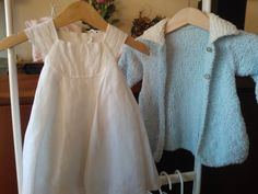 whitw dress in cotton and lace  bue coat