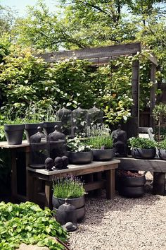 Garden Potting Table Design And Style Inspiration - http://www.dailylifestyleideas.com/decor-ideas/garden-potting-table-design-and-style-inspiration.html