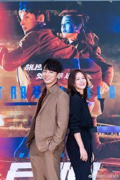 """Yoon Shi Yoon ....presentación y rueda de prensa del nuevo drama """"Train"""", que se estrena 11 de julio Yoon Shi Yoon, Korean Beauty, Korean Actors, New Pictures, Kdrama, Sunrise, Writer, Tv Shows, Clouds"""