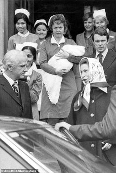 Royal baby hospital photos: From Kate Middleton to Princess Diana and Sarah Ferguson to Sophie Wessex - Photo 1 Princess Beatrice, Princess Eugenie, Princess Anne, Princess Margaret, Baby Hospital Photos, Zara Phillips, Peter Phillips, Autumn Phillips, Lady Louise Windsor