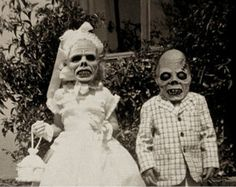 Hallowen Costume Couples All dressed up and no where to go.unless Halloween party is after Mass. Retro Halloween, Halloween Fotos, Old Halloween Costumes, Vintage Halloween Photos, Hallowen Costume, Halloween Pictures, Creepy Halloween, Halloween Cards, Fall Halloween