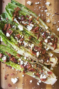 Grilled Romaine Salad with Bacon and Blue Cheese - Healthy Fish Food İdeas Grilled Side Dishes, Grilled Fish Recipes, Healthy Grilling Recipes, Grilled Meat, Grilling Ideas, Barbecue Recipes, Beef Recipes, Tilapia Recipes, Grill Recipes