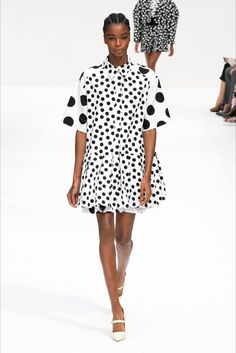 Carolina Herrera Spring 2020 Ready-to-Wear Fashion Show- Carolina Herrera Spring 2020 Ready-to-Wear Fashion Show Carolina Herrera Spring 2020 Ready-to-Wear Collection – Vogue - 2020 Fashion Trends, Fashion 2020, New York Fashion, Runway Fashion, Spring Fashion, Fashion Show, Womens Fashion, London Fashion, Carolina Herrera