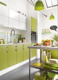 Green Kitchens That Will Make You Feel Alive - HomyBuzz Kitchen Cabinets Color Combination, Green Kitchen Cabinets, Kitchen Colour Schemes, Kitchen Cabinet Colors, Kitchen Colors, Kitchen Room Design, Kitchen Sets, Home Decor Kitchen, Interior Design Kitchen