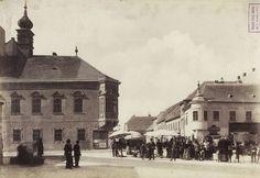 Szentháromság tér a Szentháromság utca felé nézve. A felvétel 1896-ban készült. A kép forrását kérjük így adja meg: Fortepan / Budapest Főváros Levéltára. Levéltári jelzet: HU.BFL.XV.19.d.1.07.008