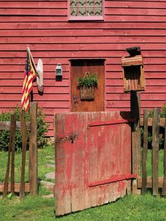 Folk Art in a Reproduction Saltbox | Old House Restoration, Products & Decorating Red Houses, Saltbox Houses, Primitive Homes, Country Primitive, Primitive Decor, Primitive Bedroom, Prim Decor, Primitive Antiques, Old Barns