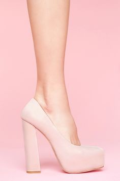 The perfect dusty blush leather platform pumps featuring a squared off toe and chunky heel. Leather lining, cushioned insole. Looks chic paired with a chiffon dress and crop blazer! By Senso. nastygal.com