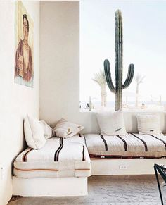 Minimalist Living Room Ideas - Aiming to simplify as well as refine your home? Right here minimal living rooms that will inspire your spring-cleaning initiatives. Home Interior, Modern Interior Design, Interior And Exterior, Living Room Decor, Living Spaces, Farmhouse Side Table, Built In Bench, Sofa Design, Interior Inspiration