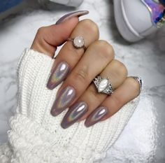 Super cute holographic nails. DIY at home! It's like MAGIC. #holonails