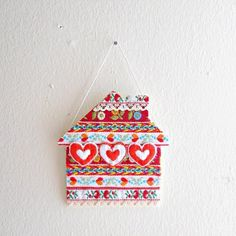 Turn those old ribbon scraps into a cute house sign by following this tutorial! Cute little wall-hanging.