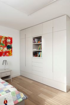 Apartement in Tel-Aviv / Nurit Kacherginski #bedroom #wardrobe #detail