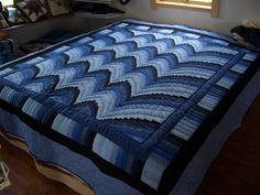 Amish Quilts | Inside an Amish quilt shop | Amish America
