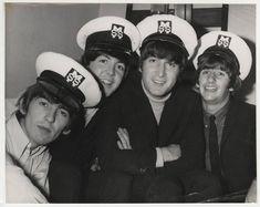 George Harrison, Paul McCartney, John Lennon, and Richard Starkey Foto Beatles, Beatles Love, Les Beatles, John Lennon Beatles, Beatles Photos, Beatles Funny, Beatles Poster, Beatles Art, Ringo Starr