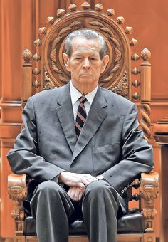 King Michael I in the Romanian Parliament, 2011 (aged Adele, History Of Romania, Romanian Royal Family, Cochella Outfits, Noblesse, Kaiser, Old Photos, Royalty, Descendants