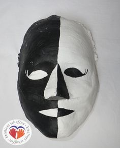 selbstgemachte Gipsmaske Art For Kids, Carnival, Mascaras, Manualidades, School Carnival, Gypsum, Homemade, Projects, Creative