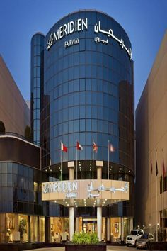 Steps from the GGICO Metro Station, the Meridien offers an outdoor pool with a hot tub. Dubai Festival, Metro Station, Bar Lounge, Bar Drinks, United Arab Emirates, Shower Tub, Willis Tower, Outdoor Pool, Climate Control