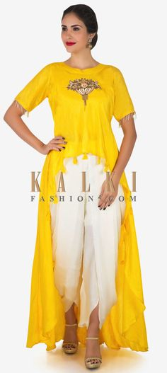 Take your style game a notch higher in this yellow and white dhoti suit. The dhoti suit is set together with a raw silk crop top. Spring Dresses Casual, Winter Dress Outfits, Trendy Dresses, Nice Dresses, Dresses For Work, Dress Work, Work Outfits, Crop Top Designs, Blouse Designs
