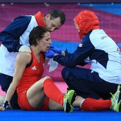 Womens Hokey: Olympic GB hockey player Kate Walsh has broken jaw - respect to Kate for her determination!