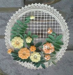 Backstage and crochet decoration - My World Craft Crochet Wall Art, Crochet Home, Irish Crochet, Crochet Bouquet, Crochet Wreath, Crochet Decoration, Decoration Table, Crochet Designs, Crochet Patterns
