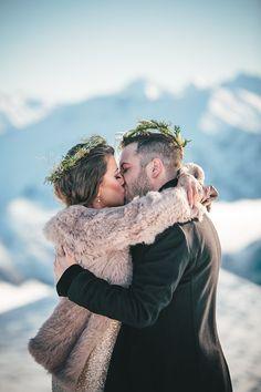 http://magnoliarouge.com/stunning-queenstown-mountain-top-wedding-by-jim-pollard-goes-click/