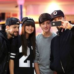 The Madden Brothers took Bella and Chris bowling before the Grand Finale of The Voice Kids Australia. Danzig, Group Photos, Boy Bands, The Voice, Captain Hat, Brother, Australia, Boys, Bowling