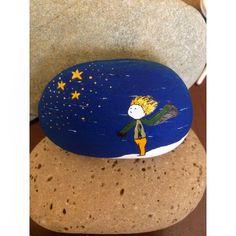 İyi geceler temalı küçük prens taşımız  #stoneart #pebbleart #tasboyama #küçükprens #littleprince @10marifet @ozge.cuni