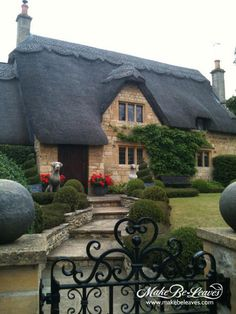• Thatched roof cottage in Chipping Campden