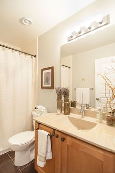 This nature-inspired bathroom was decorated with soft green walls and various shades of brown, beige and white.