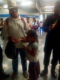 POLICÍAS DE LA SSP-CDMX APOYAN A MENOR EXTRAVIADA EN EL METRO