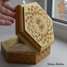 """Flower of the Soul"" chip carved box (pattern by Tatiana Baldina) https://www.etsy.com/listing/234334290/cvetok-dui-reznaa-derevannaa-katulka?ref=shop_home_active_1"