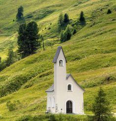 Grödnerjoch - Kapelle by Wolfgang Staudt, via Flickr Süd-Tirol